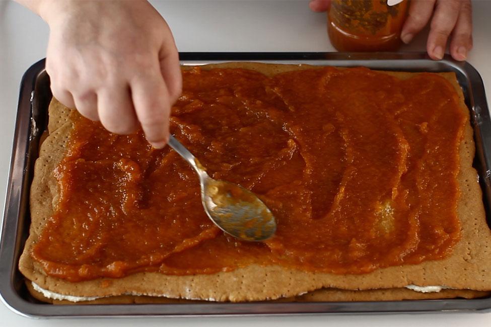 asamblare-2-prajitura-cu-foi-cu-miere-de-albine