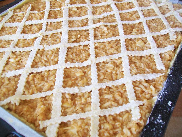placinta simpla cu mere pregatita de cuptor