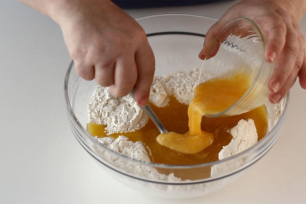 prajitura-cu-foi-cu-miere-de-albine-preparare-foi-2