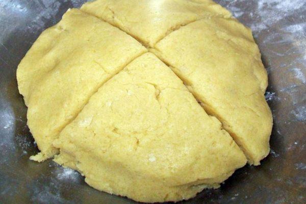 prajitura-amanda-prepararea-aluatului-cu-migdale-pentru-foi