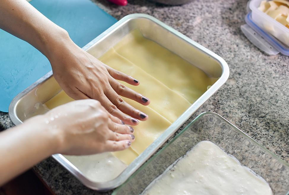 aranjare lasagna in tava asamblare lasagna reteta originala lasagna