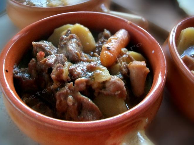 vitel inabusit in vin, sub crusta rumena de aluat preparare 8