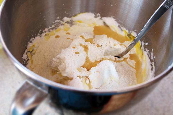 prajitura cu mere reteta pas cu pas preparare-blat-pufos-pasul-3