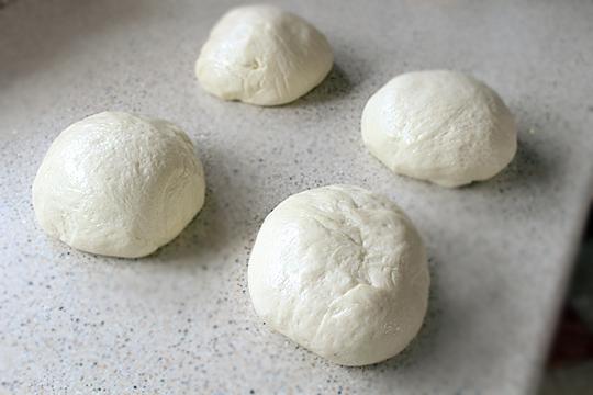 Preparare Cornuri pufoase cu unt 8