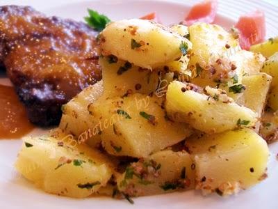 Garnitura de cartofi cu boabe de mustar si usturoi