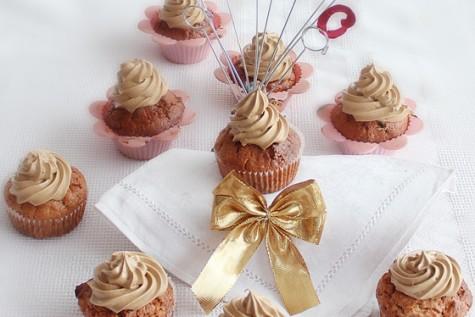 Muffins cu mere, zahar brun si scortisoara