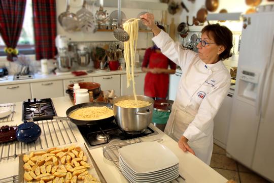Preparare Pici - un fel de spaghetti mai groase, reteta de la scoala Lellei 12