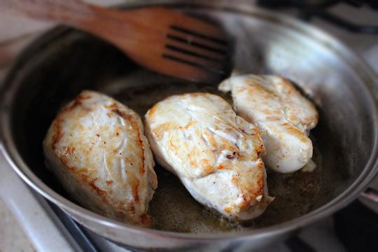 Preparare Piept de pui cu smantana si tarhon 2