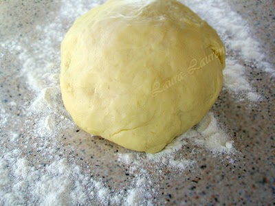Preparare Placinta cu branza dulce 2