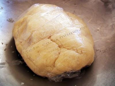 Preparare Prajitura cu branza dulce si stafide 4