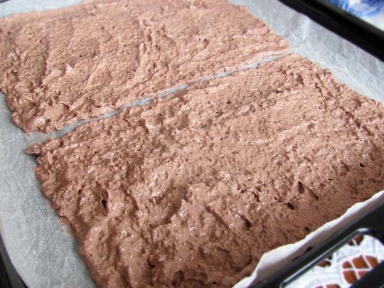 Preparare Prajitura Sumegi - foi de bezea cu nucă si crema cu cacao 5