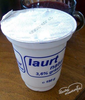 Preparare Tort cu zmeura si iaurt -Fluturi albi in zmeuris- 16