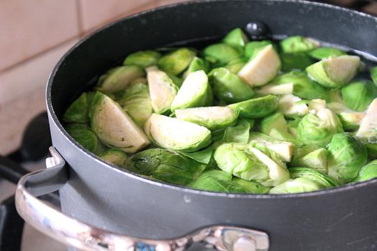 Preparare Varza de bruxelles si conopida la cuptor (gratin) 4
