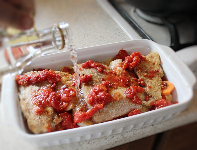 preparare peste cu legume la cuptor