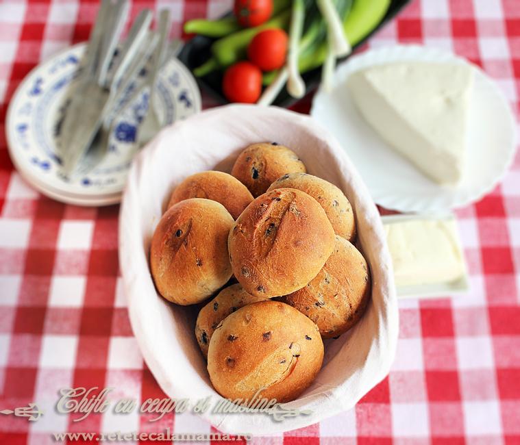Chifle cu ceapa si cu masline