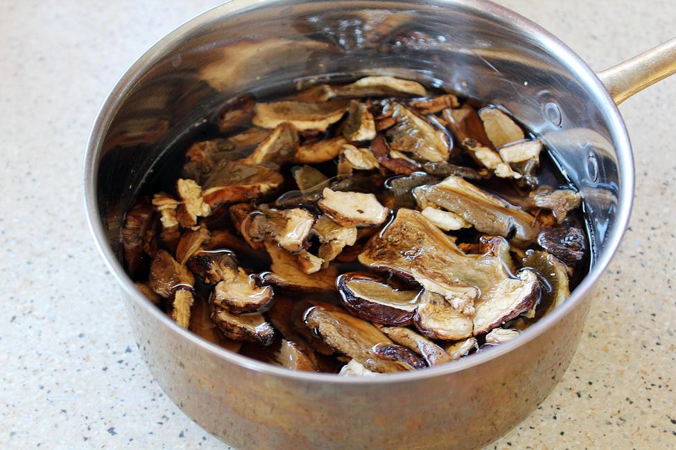 hribi deshidatati la inmuiat, friptura de vitel cu ciuperci