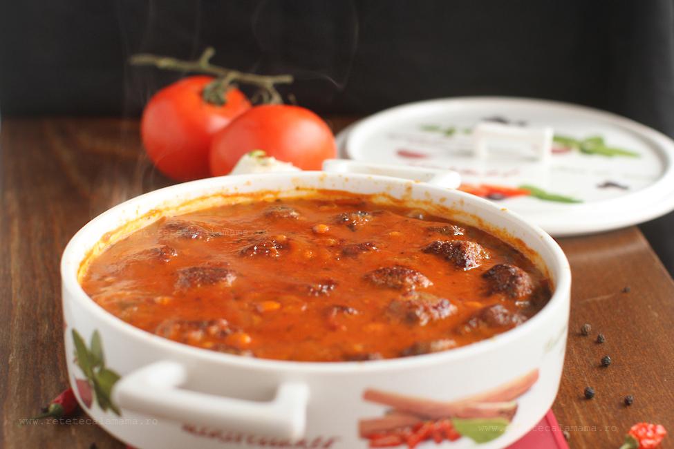 Reteta de chiftelute in sos de rosii cu busuioc