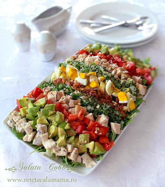 Salata Cobb cu piept de pui si avocado