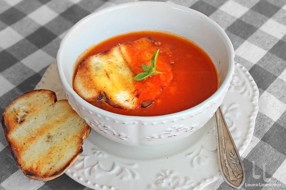 supa de rosii cu paine prajita reteta de supa de rosii coapte