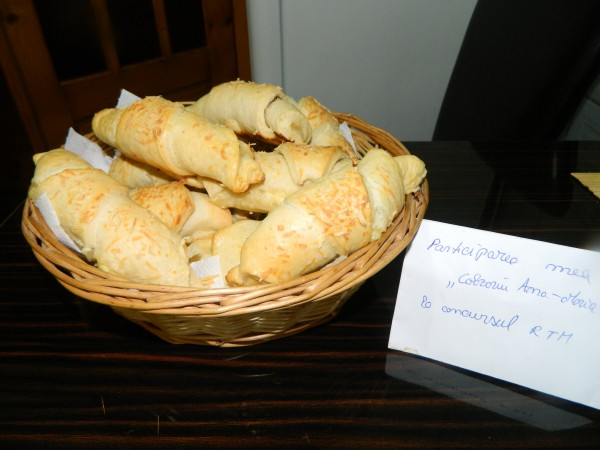 Cornuri din aluat cu iaurt, dospit la rece by aryana