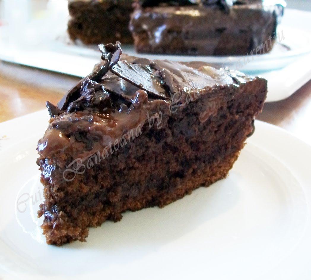 chocolate cake tort ciocolata extra sectiune