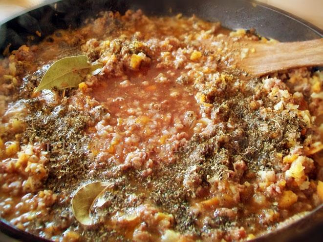 lasagna cu foi de casa 4 sos bolognese