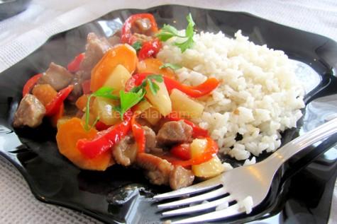Reteta video: Porc cu ananas si legume – mancare chinezeasca
