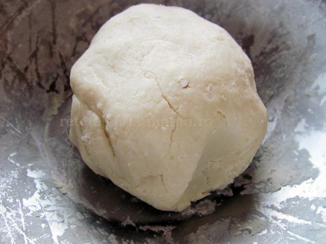 prajitura cu branza si mere caramelizate aluat 1