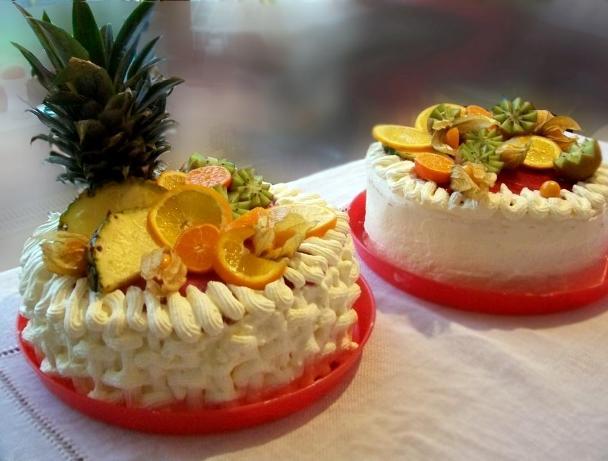tort cu fructe si frisca 1