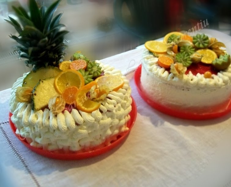 Tort cu fructe si frisca