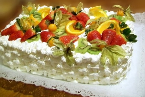 Tehnica realizarii unui finisaj pentru tort in forma de cosulet impletit