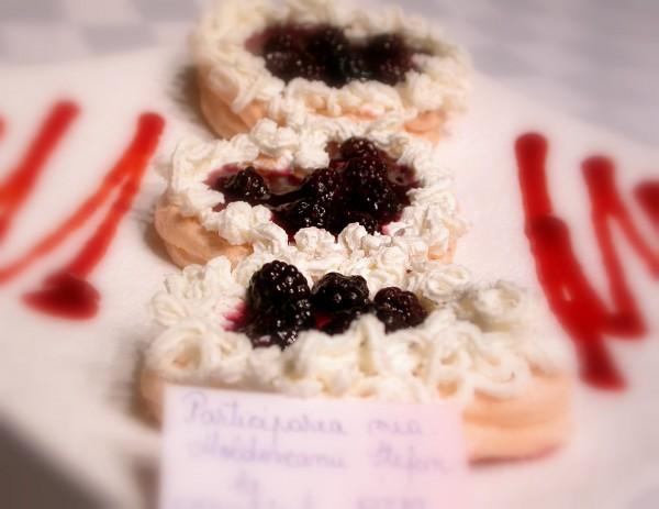 Mini pavlova cu fructe de padure by stefanpizza