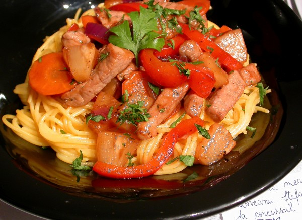 Reteta video: Porc cu ananas si legume – mancare chinezeasca by stefanpizza