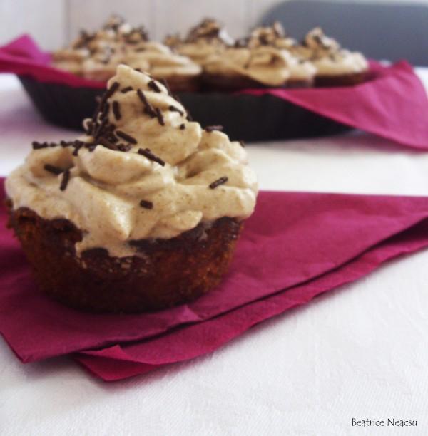 Muffins cu mere, zahar brun si scortisoara by beatriceneacsu