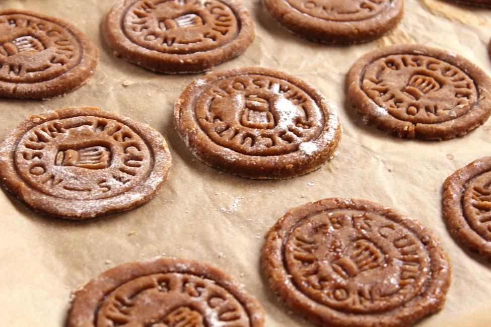 preparare biscuiti cu caramel 2