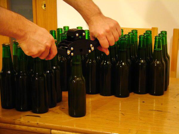 capsarea sticlelor cu bere de casa