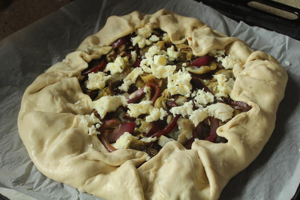 preparare tarta cu anghinare si dulceata de ceapa 4