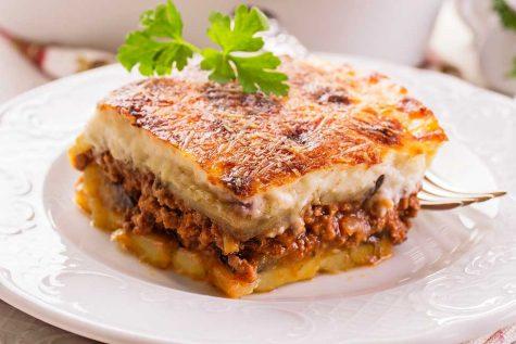 Musaca de vinete cu carne si cartofi