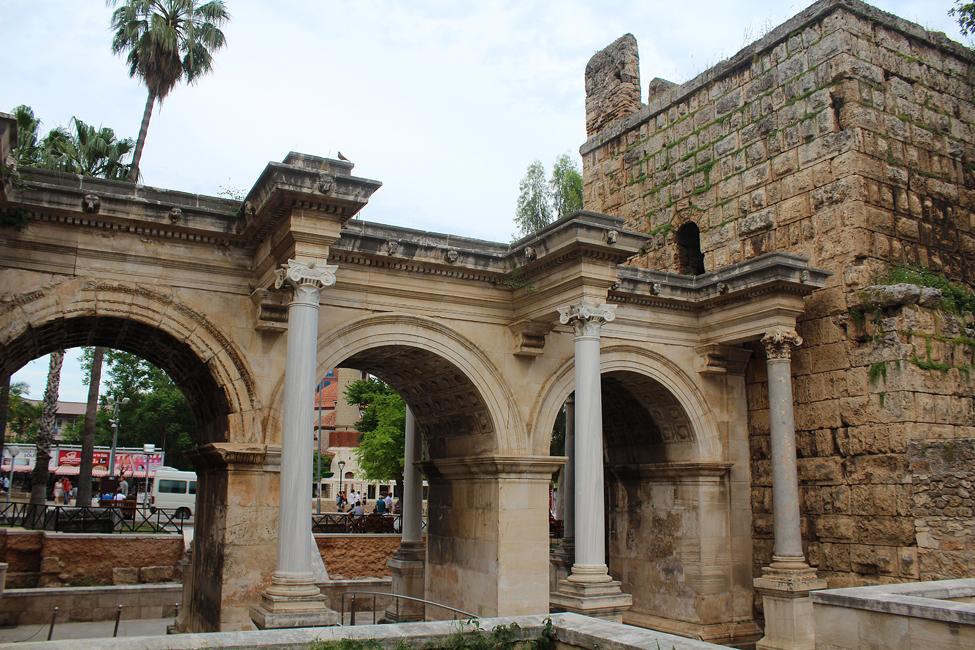 poarta imparatului hadrian in antalya