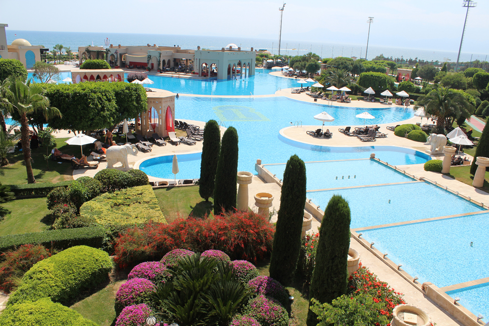 spice hotel piscinele
