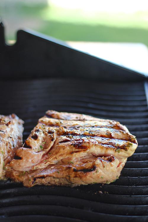 preparare piept de porc la gratar marinat cu bere 2