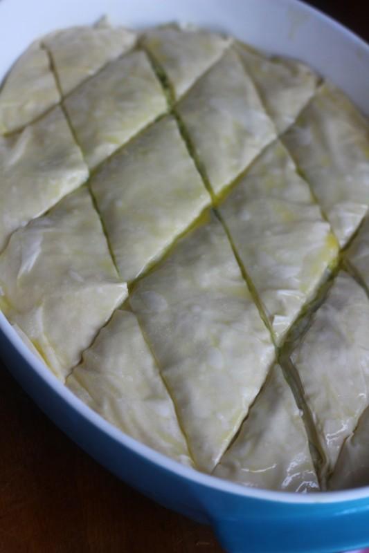 preparare placinta greceasca cu branza si dovlecel 3