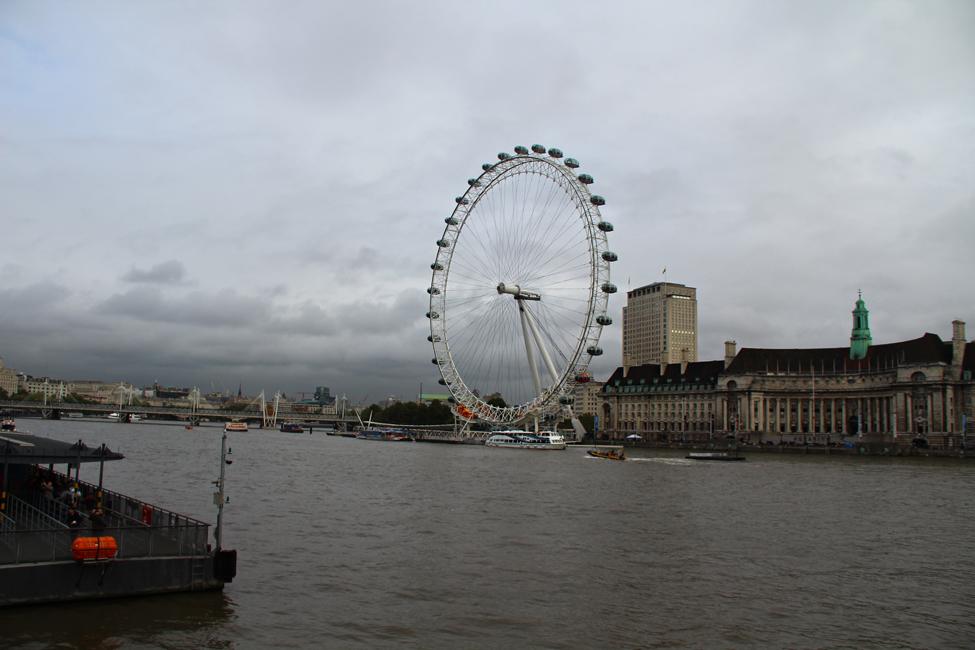london eye intr-o zi cu nori