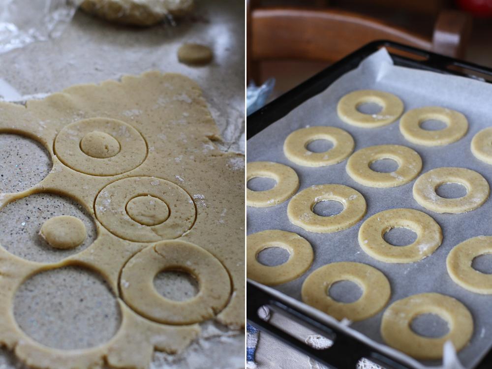 preparare 3 biscuiti cu cocos si caramel