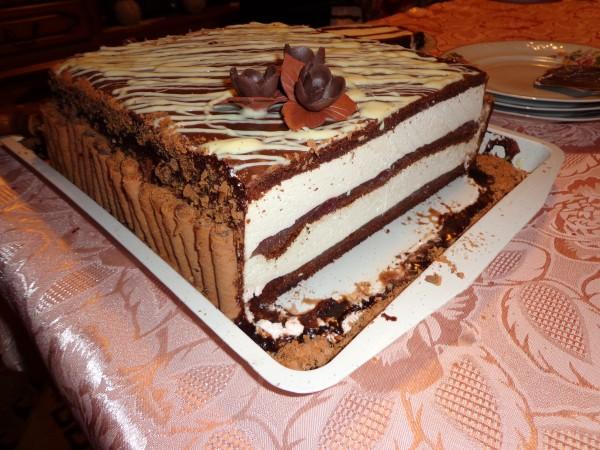 Tort cu mousse de ciocolata alba si visine by Ralu.Ale