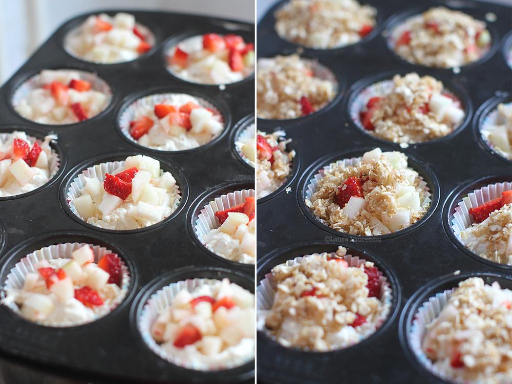 preparare muffins cu pere si capsuni 3