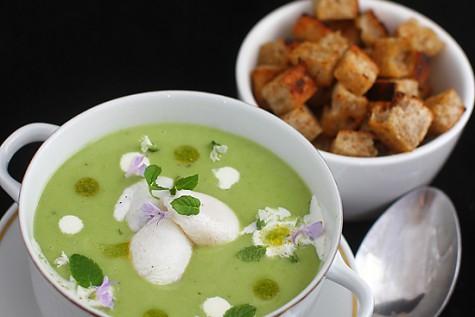 Supa crema de mazare cu oua de prepelita