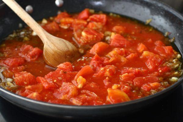 chiftele-marinate-reteta-cu-poze-cum-se-face-sosul-de-rosii-pentru-chiftele-marinate