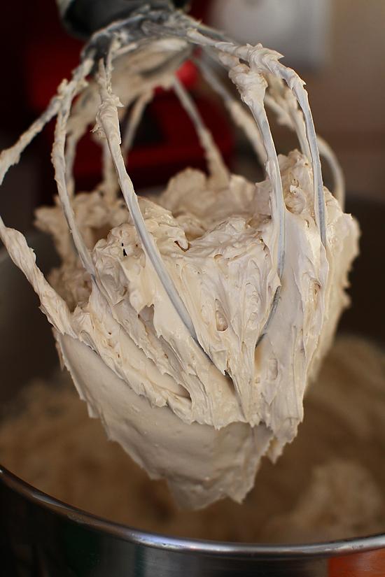 crema de unt cu bezea italiana si cafea - tort opera
