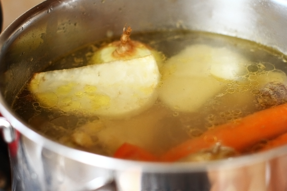 preparare supa de pui cu galuste